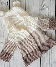 Baby Knitting Patterns Arm This Pin was discovered by eriThis post was discovered by İc - azcon - Pint PicFree Knitting Pattern Baby Cardigan with CablesDiscover thousands of images about Amelia Baby Knitting Patterns, Baby Cardigan Knitting Pattern, Knitting For Kids, Crochet For Kids, Baby Patterns, Free Knitting, Knit Crochet, Knitting Needles, Cardigan Bebe
