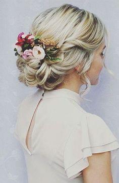 Ideas wedding hairstyles updo bun low chignon hairdos for 2019 Bridal Hair Pins, Bridal Updo, Bridal Hair And Makeup, Wedding Makeup, Bridal Hair Updo Loose, Blonde Bridal Hair, Wedding Hair Flowers, Flowers In Hair, Dress Wedding