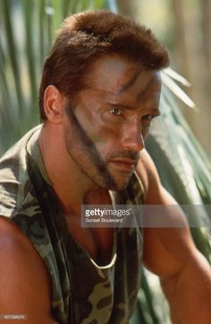 Foto di attualità : Arnold Schwarzenegger on the set of 'Predator'.