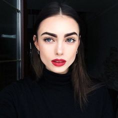 Gorgeous 36 Beutiful and Simple Prom Makeup Ideas https://clothme.net/2018/02/28/36-beutiful-simple-prom-makeup-ideas/