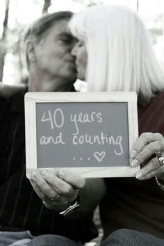 40 Best Couple Photo Poses For Wedding Anniversary - Machovibes - Golden Year Anni - Spousal Cute Anniversary Ideas, Wedding Anniversary Pictures, 20 Wedding Anniversary, Anniversary Parties, Anniversary Humor, Anniversary Photo Shoots, Anniversary Boyfriend, Boyfriend Birthday, Photo Poses For Couples