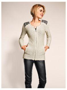 Cardigan écru zippé pour femme à épaules ornementées : un must have de l'automne