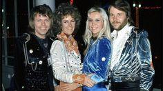 Abba stars take a chance on new Mamma Mia-themed venture - BBC News
