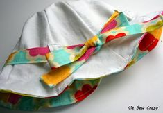 Baby sun hat tutorial and pattern by Me Sew Crazy. I love the scalloped edge, so sweet.