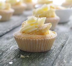 Lemon curd cupcakes with a hidden lemon curd centre, topped with a swirl of lemon buttercream and dusted with icing sugar. Delicious!