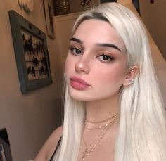 Blonde Wigs Lace Hair Brown Wigs Brunette Hair With Blonde Highlights Best Toner For Yellow Blonde Hair Rupaul Blonde Wig Yellow Blonde Hair, Blonde Wig, Brunette Hair, Icy Blonde, Cute Makeup, Beauty Makeup, Makeup Looks, Hair Beauty, Blush Makeup