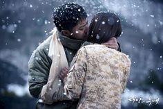 Jin Goo como Seo Dae Young Beijos Kim Ji Ganhou como Yoon Myeong Joo Em Descendentes do Sol