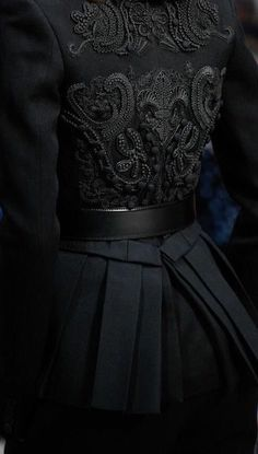 haute couture dress couture couture dresses couture kleider couture rose couture rules ~ It's a Colorful Life ~ Dark Fashion, High Fashion, Womens Fashion, Korean Fashion, Queen Aesthetic, Fashion Details, Fashion Design, Couture Details, Fashion Tips