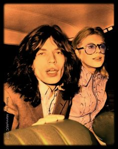 Enjoying the attention - Mick Jagger and Marianne Faithfull (1968)