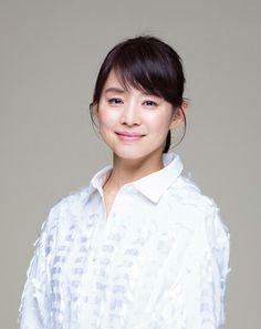 石田ゆり子 Japanese Beauty, Asian Beauty, Classic Beauty, Art Girl, Cute Girls, Short Hair Styles, Beautiful Women, Actresses, Celebrities