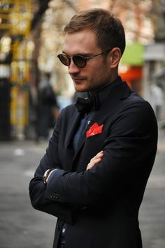 Pocket squares - the fashion accessory for this autumn.  Style in Kiev: black & red | SOLETOPIA