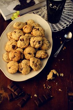 Ciasteczka z kawałkami czekolady – przepis z filmem