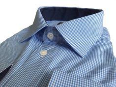Голубая мужская рубашка в клетку прямого кроя по супер выгодной цене 1990 руб руб, с бесплатной доставкой по Москве и России без предоплаты. В наличие размеры XL, L, M, 2XL, 3XL, 4XL, приезжайте к нам в магазин!