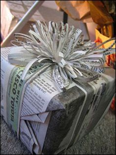 10 Stylish Wrapping Ideas Using Newspaper - Cindy Hattersley Design Creative Gift Wrapping, Present Wrapping, Creative Gifts, Wrapping Ideas, Christmas Gift Wrapping, Christmas Crafts, Christmas Items, Craft Gifts, Diy Gifts