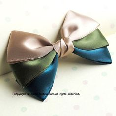 Triple colour hair bows for formal girls dress Ribbon Hair Bows, Diy Hair Bows, Diy Bow, Flower Hair Bows, Ribbon Art, Diy Ribbon, Ribbon Crafts, Diy Crafts, Little Presents