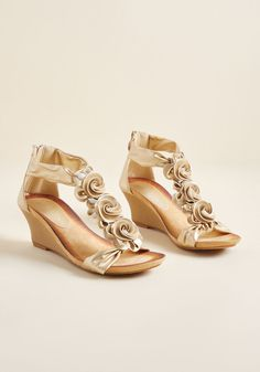 7dd9e5ff2c0bf3 Rosette for the Day Wedge in Gold