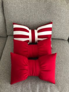 Bow Pillows, Blue Throw Pillows, Sewing Pillows, Disney Diy Crafts, Diy Home Crafts, Christmas Decorations Diy Crafts, Creative Wall Decor, Cute Sewing Projects, Pillow Crafts