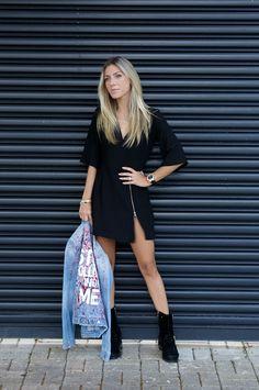 Nati Vozza do Blog de Moda Glam4You usa vestido com jaqueta em seu look.