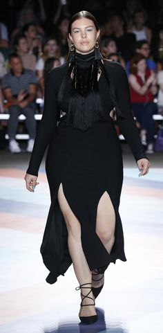All Black! Curvy evening gown by Christian Siriano at the New York Fashion Week | SS17