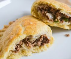 Ghanaian Meat Pies- Flaky pastry filled with minced beef onions and green peppers. These meat pies are delicious and a popular Ghanaian snack. Ghanaian Food, Nigerian Food, Pie Recipes, Cooker Recipes, Savoury Recipes, Cheesy Meatloaf, Pasta With Meat Sauce, Flaky Pastry, Gratin