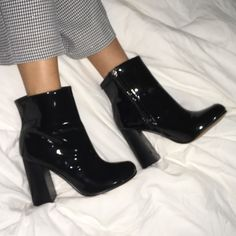 patent vintage boots via @poppythreads