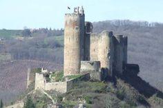 Direction l'Aveyron à la découverte d'un des plus beaux villages de France : après avoir visité Sauveterre de Rouergue, Conques, Brousse-le-Château,La Couvertoirade, Sainte-Eulalie-d'Olt,Belcaste...