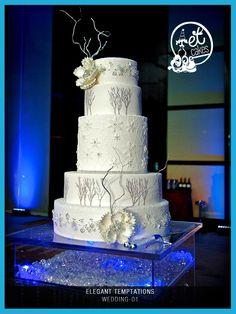 Winter Themed Wedding Cake By Elegant Temptations. Photo credit: Rodrigo Varela