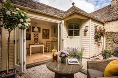 Romantic luxury self-catering cottage in the heart of Burford. This quintessential Cotswolds cottage with va-va-voom offers a unique luxury cottage retreat Country Cottage Interiors, Cottage Homes, Country Cottages, Cottage Chic, Outdoor Rooms, Outdoor Living, Outdoor Decor, Beautiful Interiors, Beautiful Homes