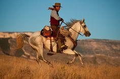 El argumetno: Un ranchero regresa a su rancho después de 15 años y 2 meses en la cárcel y no sabe qué debe esperar