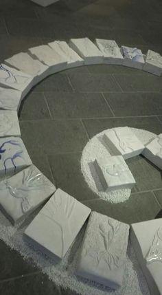 Le opere meravigliose degli allievi del Liceo artistico di Pietrasanta.  In visita alla mostra con il Maestro Helidon Xhixha.