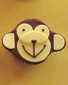 Monkey Cupcake - OMG!  These are too freakin cute.  I have to make this for my grandson's birthday.