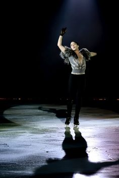 Beautiful Johnny Weir ♥ Ave Maria, Holiday Dreams on Ice 2011. Best Christmas gift.