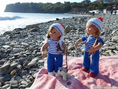 Маленькая фотосессия на фоне большого моря. Вихтели Rosemarie Anna Muller / Коллекционные куклы Rosemarie Anna Muller dolls, Розмари Мюллер / Бэйбики. Куклы фото. Одежда для кукол