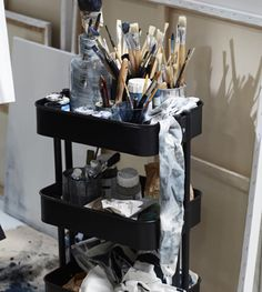 Art Studio Room, Art Studio Design, Art Studio At Home, Painting Studio, Art Atelier, Scandinavian Interior Bedroom, Ikea Raskog, Home Art Studios, Art Studio Organization