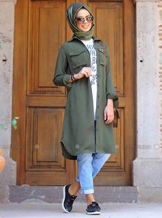 Teen hijabi girl's street wear – Just Trendy Girls Street Hijab Fashion, Abaya Fashion, Modest Fashion, Fashion Outfits, Casual Hijab Outfit, Hijab Chic, Hijab Dress, Hijab Jeans, Gilet Long