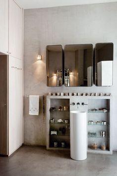 Salle de bain on pinterest bathroom bath and sinks - Maison grise et blanche ...