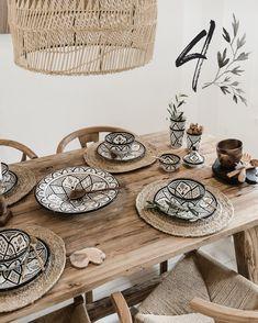 wonderful and cool farmhouse style dining room design ideas 16 Timber Table, Deco Boheme, Decoration Table, Dining Room Design, Sweet Home, Table Settings, Room Decor, Wall Decor, Interior Design