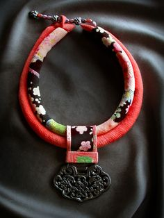 beautiful fabric necklace