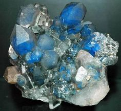 I'm totally digging the shade of blue in today's Luxury Crystal Eye Candy~ It's a super rare Quartz cluster colored blue by the presence of Papagoite from South Africa.   Have you ever seen this mineral in  person?   Photo: @ OSU-Newark