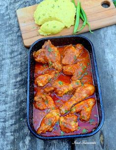 Tocanita de pui cu mamaliguta – IONEL TARNOVESKI Tandoori Chicken, Cooking Time, Food And Drink, Lunch, Dishes, Meat, Ethnic Recipes, Soups, Drinks