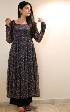 Long Kurta Designs, Silk Kurti Designs, Simple Kurta Designs, Kurta Designs Women, Kurti Designs Party Wear, Sharara Designs, Casual Indian Fashion, Indian Fashion Dresses, Dress Indian Style