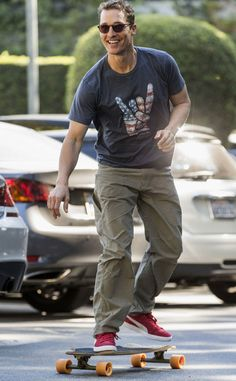 Matthew McConaughey showed off his skateboarding skills in a Los Angeles parking lot, rocking sweet sunnies, of course!