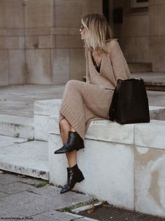 Jumper Camel Dress Booties Black we have chosen the newest fashion clothes for you. Mode Outfits, Winter Outfits, Casual Outfits, Fashion Outfits, Womens Fashion, Fashion Dresses, Maxi Dresses, Crazy Outfits, Dress Casual