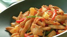 Sursøt saus lager du raskt selv – enkelt, rimelig og med masse smak. I denne kyllingwoken smaker den nydelig!