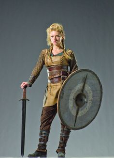 Katheryn Winnick as Lagertha (Vikings) Viking Warrior, Viking Shield Maiden, Viking Woman, Woman Warrior, Vikings Show, Vikings Tv, Norse Vikings, Viking Cosplay, Viking Costume