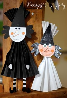 Blíží se čarodějnice.   Tento den mám strašně ráda. Je to pro mě jeden z nejhezčích dní v roce.   Je to setkání s kamarády, povídán... Halloween Arts And Crafts, Halloween 2, Diy Halloween Decorations, Kindergarten Art Projects, Adornos Halloween, Autumn Crafts, Preschool Art, Autumn Crafts Kids, Kids Halloween Crafts