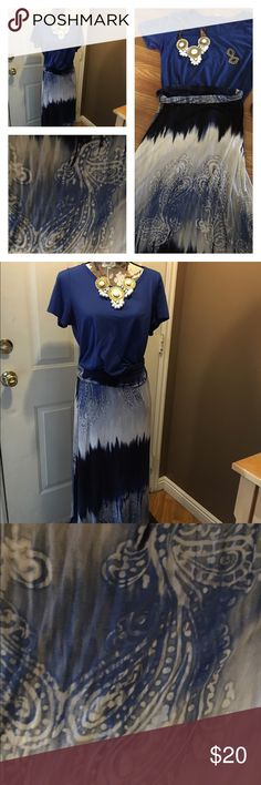 Maxi skirt Navy and white Maxi skirt.  Worn twice. The print reminds me of a bandana.  Very soft light weight knit fabric. Skirts Maxi