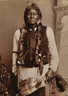 Native American Prayers, Native American Symbols, Native American Artifacts, Native American History, American Indians, Native American Face Paint, Native American Pictures, Native American Artwork, Spiritual Photos