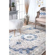 Quality meets value in this beautiful traditional area rug.
