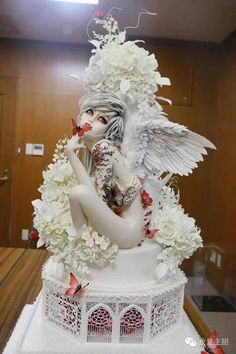WOW!!! Amazing artistry in this cake.